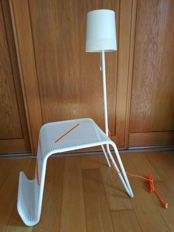 Mesinha de Cabeceira com Candeeiro Ikea