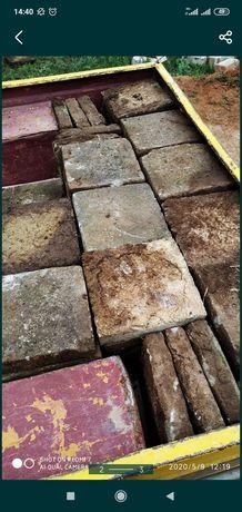Плитка тротуарная 25/25 толщина 5см в хорошем состоянии есть 200 шт...