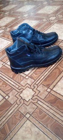 Продам мужские зимние ботинки.