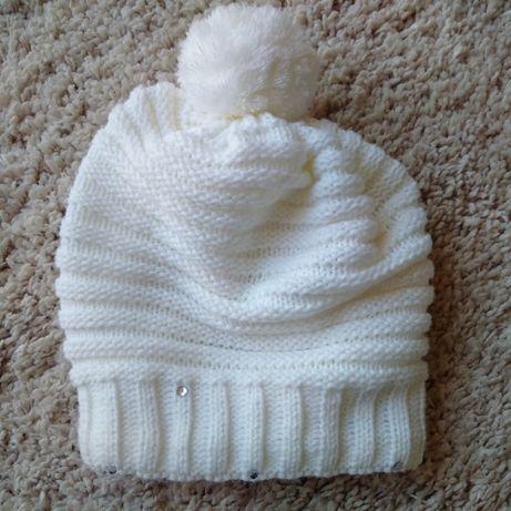 Super biała z cekinami czapka dla dziewczynki jak nowa!