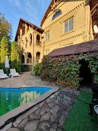 Продам просторный дом с дорогим ремонтом в классическом стиле