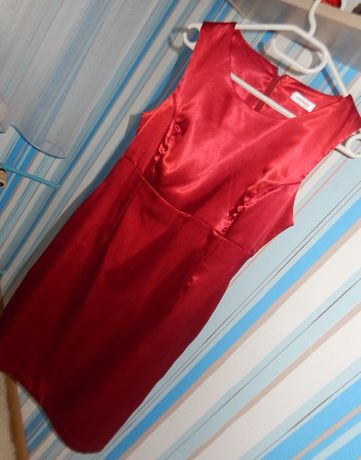 Czerwona elegancka sukienka marki orsay