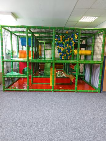 Konstrukcja plac zabaw (małpi gaj).