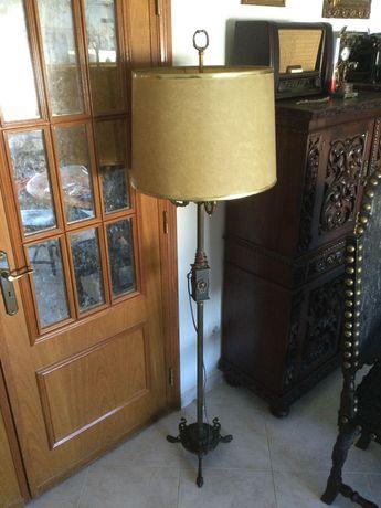 Candeeiro em bronze / latão de pé alto Antigo 175 cm