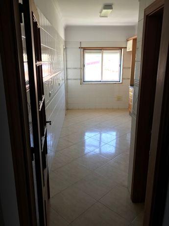 Apartamento T2 c/ garagem e arrecadação