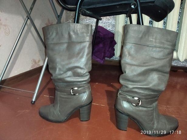 Продаю женские зимние кожаные сапоги