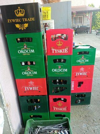 Transportery z piwa z butelkami skrzynki