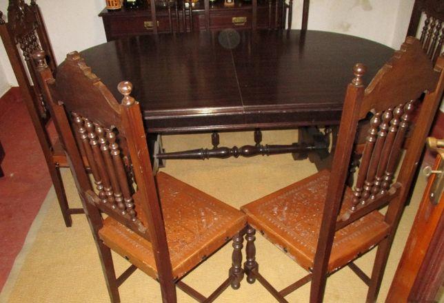 Mesa oval extensível com 6 cadeiras