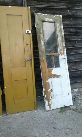 Stare, ozdobne,drewniane ...dwudrzwiowe do szafy...