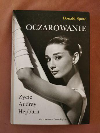 Ksiazka Oczarowanie życie Audrey Hepburn ikona
