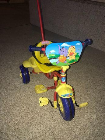 Vendo triciclo de criança em ferro NOVO