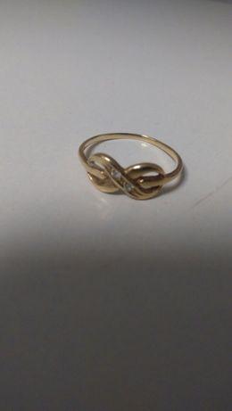 Zloty pierścionek