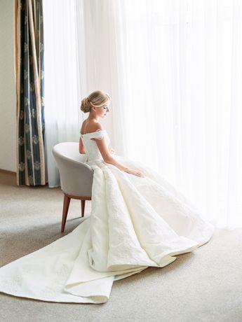 Дизайнерское свадебное платье со шлейфом