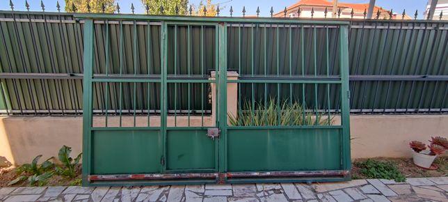 Portões de vivenda