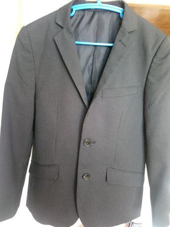 Продам пиджак на мальчика 8-9 лет