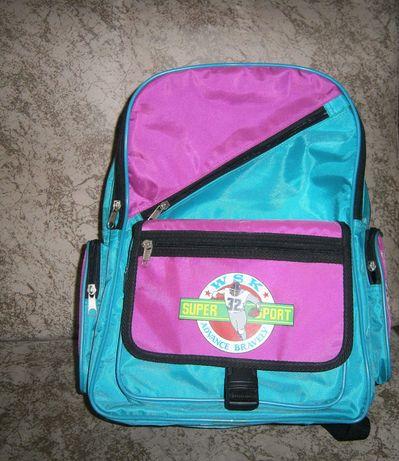 Красивый трехцветный рюкзак