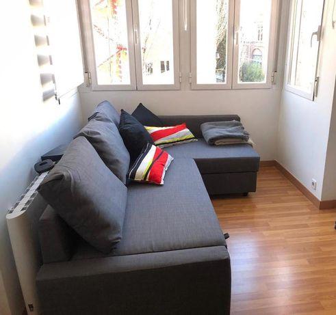 sofá cama esquina com arrumação praticamente novo modelo FRIHETEN