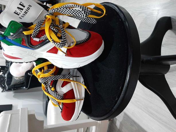 Kolorowe szałowe buty damskie pasuja na rozmiar 39 lub male 40