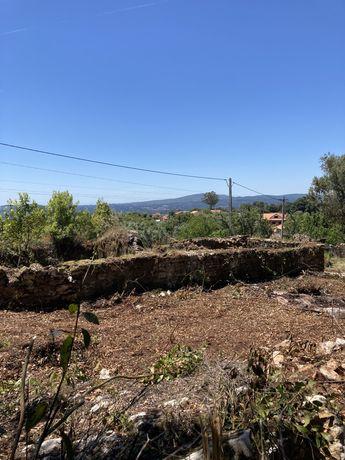 Casa em ruína e terreno para construção (disponivel)