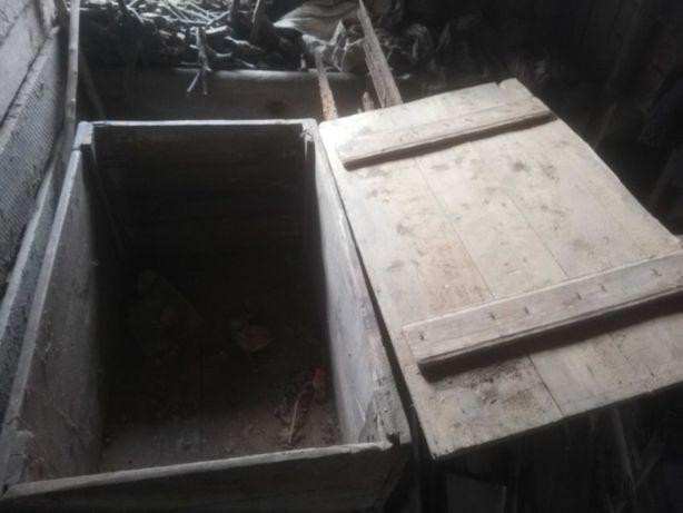 Stara duża skrzynia drewniana