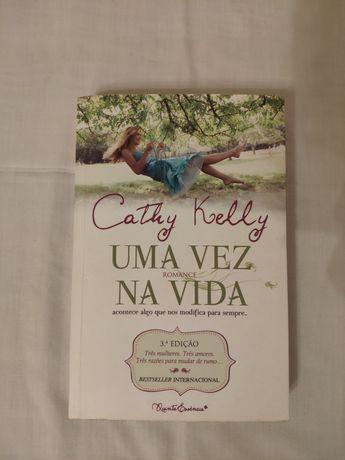 """Livro """"Uma vez na vida"""" de Cathy Kelly"""