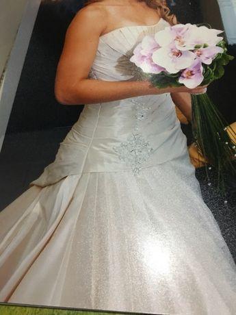 Vendo vestido de noiva impecável !