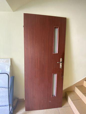 Drzwi 80 lewe uzywane 70 zl z klamka