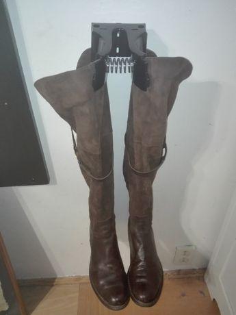 Włoskie wieszaki na buty z cholewami