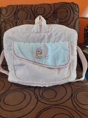 Saco/Mala para transportar pertences de bebé, por 20€
