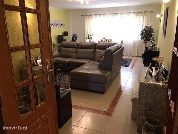 Apartamento T2 - 112 m2 - Zona Tercena