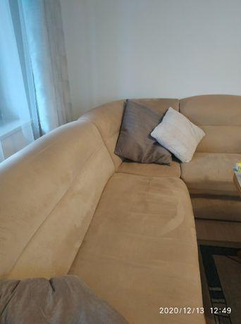 Duża kanapa i dwa fotele