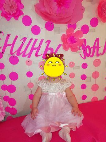 Нарядное платье на девочку 12 -18месяцев