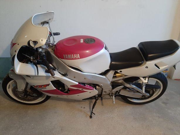 Motociclo YZF 750