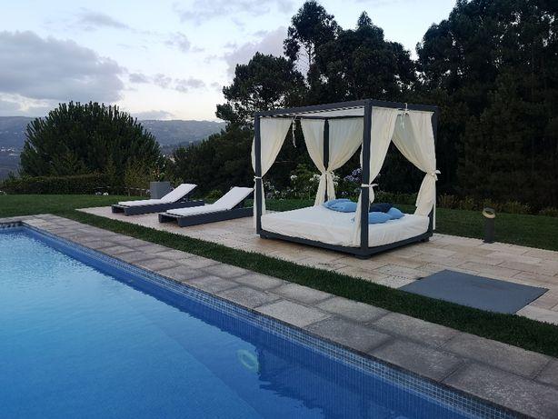 Cama de jardim ou piscina estilo balinesa