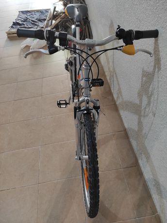 Bicicleta roda 26 tipo pasteleira equipada com SRAM