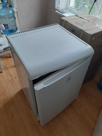 Холодильник INDESIT TT-85.001,заменен компрессор,САМОВЫВОЗ с.Любимовка