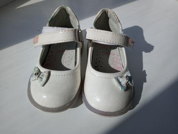 Туфли туфельки для девочки 20 розмір