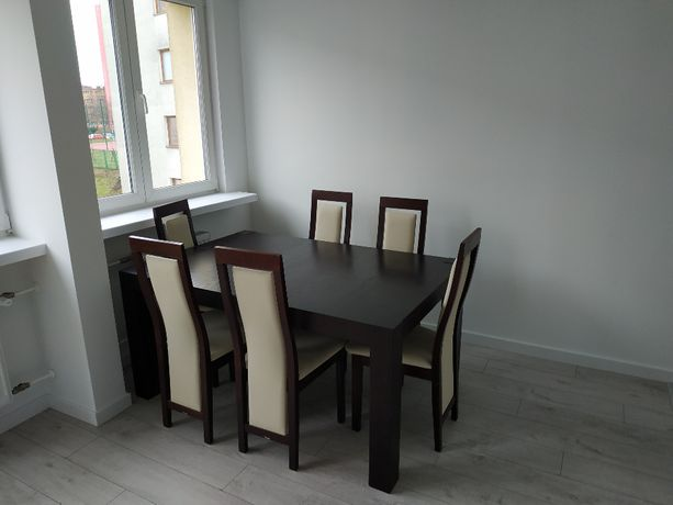 Piękny stół z 6 krzesłami