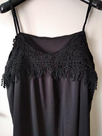 Czarna sukienka z gipiurą oversise