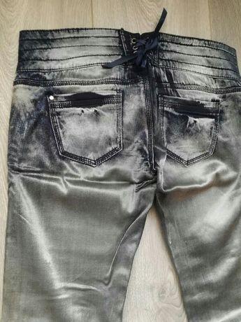 Spodnie rurki srebrne granatowe z wiązaniem z tyłu terranova