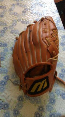 Кожаная бейсбольная перчатка