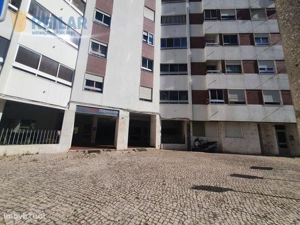 Quinta da Piedade - Loja 315 m2 - € 750