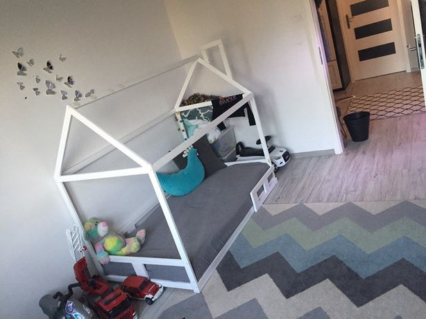 Łóżko domek dla dzieci drewniane skandynawskie plus dwa materace