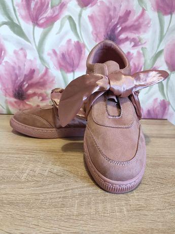 Стильные кроссовки 40 размер