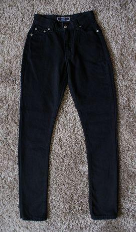 Черные джинсы, средняя посадка