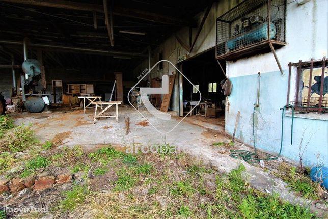 Vende-se Armazém (antiga carpintaria) em Rio de Moinhos - Arcos de Val