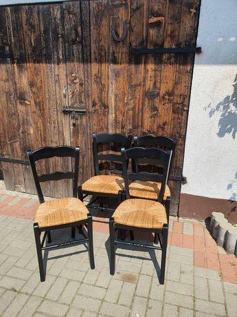 Czarne drewniane krzesła prowansalskie plecione siedzisko boho