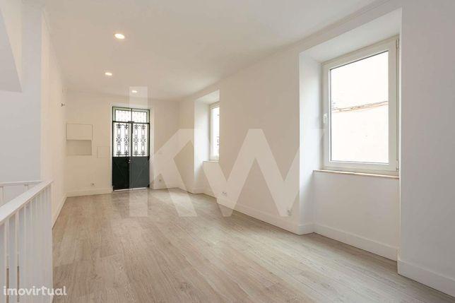 T2 Duplex novo com 160m2 e terraço   Campo de Ourique   Amoreiras   Al