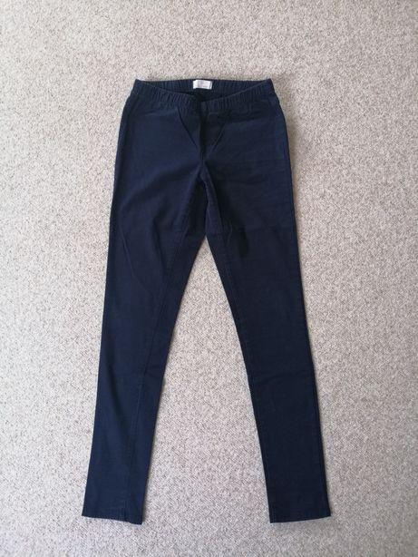 Granatowe spodnie z gumką w pasie