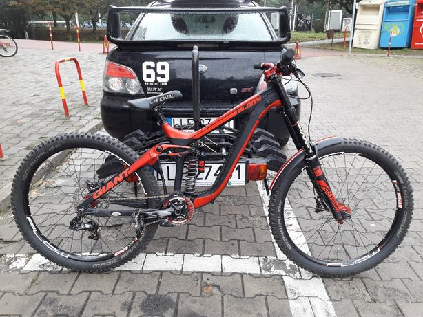 Giant Glory Advanced 27.5 Carbon DH Downhill S-works Demo session tues